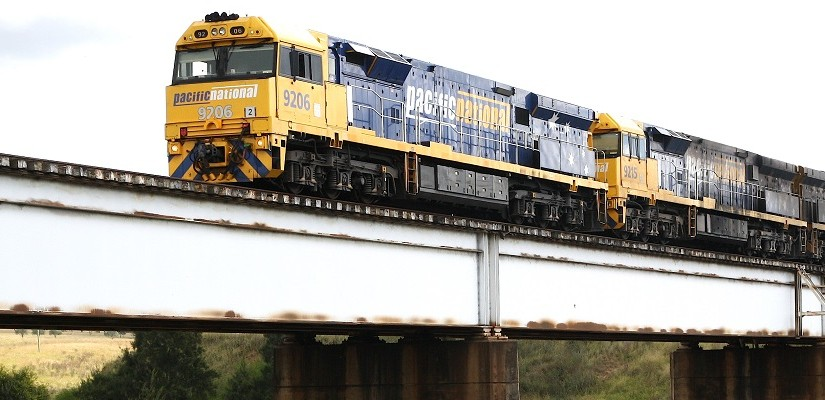 Pacific National class 92 locomotives hauling a coal train over a rail bridge crossing the Hunter River at Singleton, NSW. Photo: Creative Commons / Bluedawe.